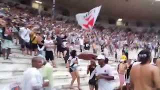Mesmo com o atraso na partida devido ao temporal, os torcedores Vascaínos sempre apoiando o Club de Regatas Vasco da...