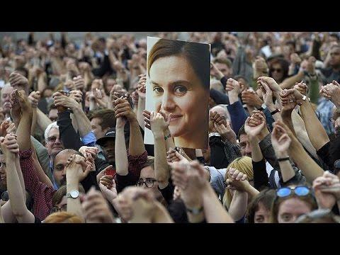 Βρετανία: Πλήθος κόσμου στην εκδήλωση μνήμης για την αδικοχαμένη Τζο Κοξ