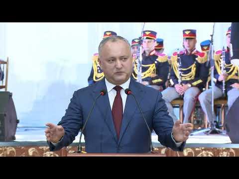 """Președintele Republicii Moldova a înmînat """"Diploma de Onoare"""" celor mai buni absolvenți de liceu din țară"""
