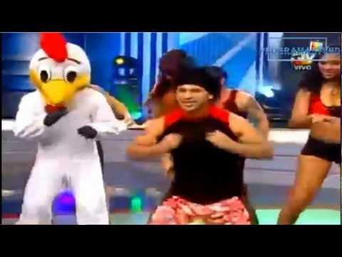 baile de la gallina - La coreografía del baile de la gallina,a la gallina la vuelven gallina broster y Ciany se vuelve pollito de carretilla.