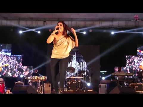Download SUNIDHI CHAUHAN   SHEELA KI JAWANI LIVE CONCERT HYDERABAD hd file 3gp hd mp4 download videos