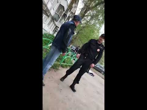 Появилось видео с места схватки полицейского с гопником в Ижевске. Борьба велась не на жизнь, а на смерть...за велосипед
