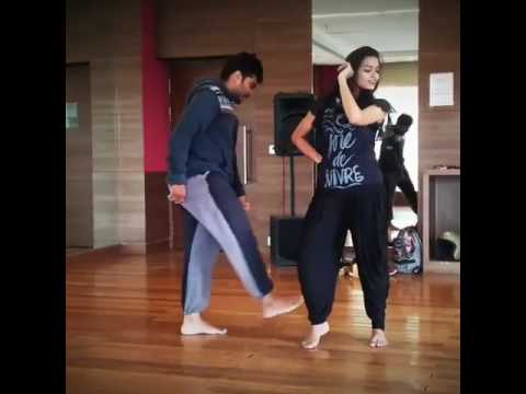 Video Wow Allu Arjun wife super hit dance DJ Film shooting  unseen video watch this download in MP3, 3GP, MP4, WEBM, AVI, FLV January 2017