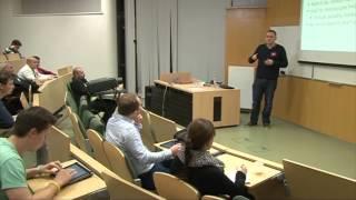 Foto z akcie Barcamp prednáša Jiří Komár.