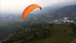 Puncak Indonesia  city images : جبل بونشاك جاكرتا منصة الباراشوت Flying Parachute in Puncak, Indonesia