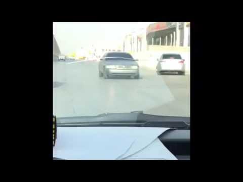#فيديو : #شاهد بسرعة 40 كيلومتراً.. سائق يقود مركبته للخلف في حي #السويدي بالرياض #السعودية #الرياض