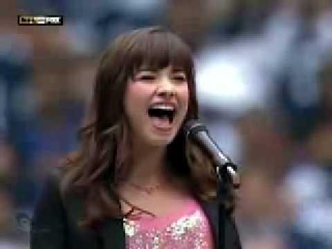 Dami Lovato, Bella y Canta muy Bien.