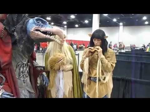 Skeksis and Gelfling perform for Gigi Edgley