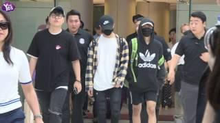 SM經紀公司結束在濟州島的員工旅遊,旗下團體在21日紛紛回國,上百粉絲一早就在機場等待,要迎接心愛的偶像EXO和NCT一現身...