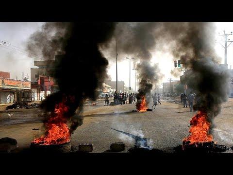 Μακελειό του στρατού σε καθιστική διαμαρτυρία με δεκάδες νεκρούς…
