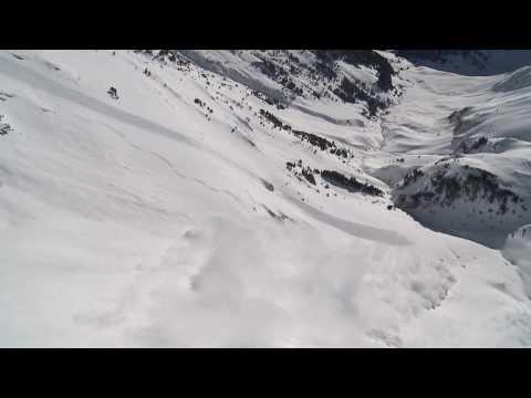 Freeskier Aymar Navarro so šťastím prežil obrovskú lavínu! - ©ABS