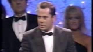Bruce Willis And Cybill Shepherd Win Golden Globe For Moonlighting (1986)