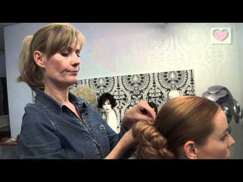 brudehår - Inspiration til valg af det flotte brudehår til dit bryllup. Vælg den rigtige frisør til din brudefrisure.