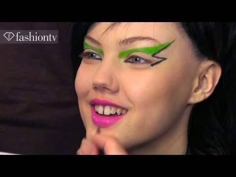 fashion - Jeremy Scott Fall/Winter 2013-14 BACKSTAGE | New York Fashion Week NYFW http://www.FashionTV.com/videos NEW YORK - FashionTV is backstage at the Jeremy Scott...