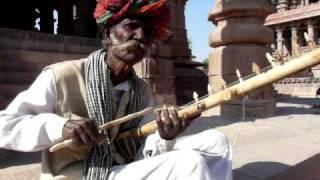 How to play Ravanahatha