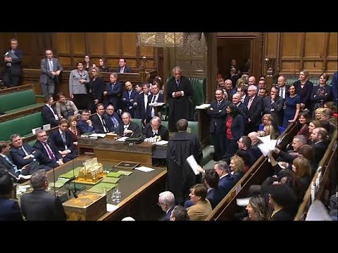 Brexit: Αυξάνεται η πίεση στην Μέι