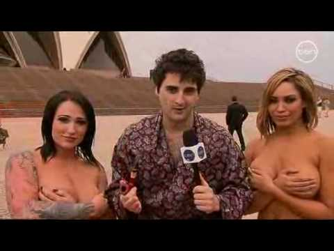تنيك - Sydney Opera House - world famous photographer Spencer Tunick has had the city of Sydney strip down to nothing in the name of art! Comedian Sean Lynch (from ...