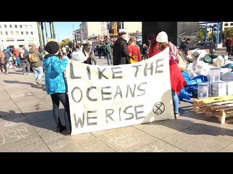 Διαδηλώσεις και συλλήψεις για το κλίμα