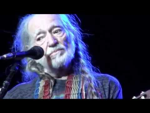 Tekst piosenki Willie Nelson - Move It on Over po polsku