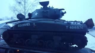 Ta maszyna robi wrażenie! Polak odpala swój czołg Sherman M4 z 1943 roku!