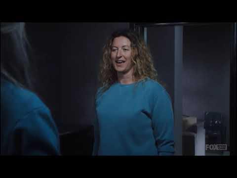 Lou Kelly talks with Joan Ferguson (Kath Maxwell) - Wentworth Season 8 Episode 7