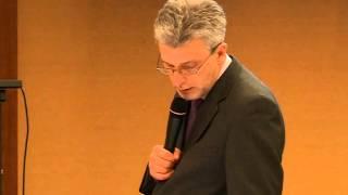 Український журналіст Андрій Куліков читає вірша про кримських татар