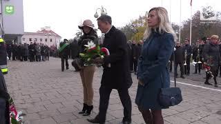 11 Listopada w Kole. Składanie kwiatów pod tablicami