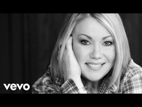 Jann Arden - It's Beginning To Look A Lot Like Christmas Lyric Video