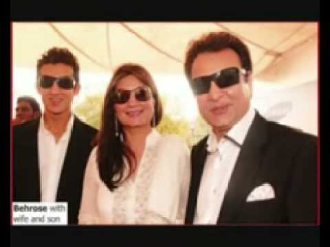 PAKISTANI CELEBRITIES WITH THIER FAMILY