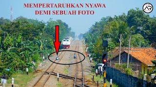 Video JANGAN DITIRU!!! Terekam Aksi Berbahaya Pelajar Foto di Tengah Rel Kereta MP3, 3GP, MP4, WEBM, AVI, FLV Februari 2018