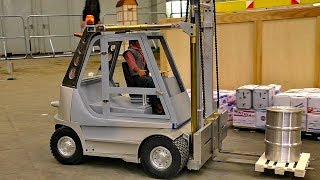 Model: RC ForkliftScale: 1/8 (Modell Giganten)Event: Intermodellbau Dortmund April 2017More videos from this event you can see my playlist:https://www.youtube.com/playlist?list=PLeQrXy3lR8j_6kr1DPoDLEiZTTe63L3tjCredit: RC SPOTTER