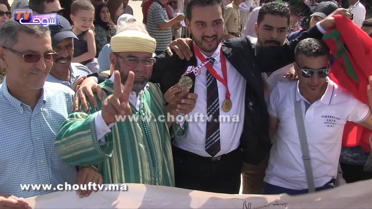 استقبال الفائز بميدالية الابتكار في كندا بالدقة المراكشية في مطار محمد الخامس | خارج البلاطو
