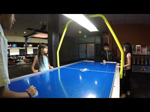 Air Hockey Kids Challenge Team Battle Competition: Kids Doc & Piper Vs. E.L. & Rocky Arcade Game