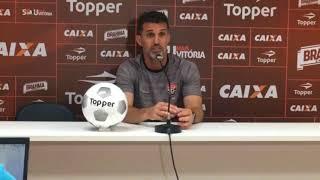 O técnico do Vitória, Vagner Mancini, que enfrenta o Corinthians neste sábado às 16h em Itaquera, afirmou em entrevista coletiva que o futebol do time alvinegro 'não enche os olhos'.