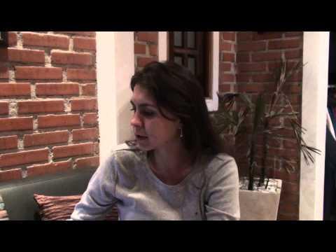TCC - Vídeo explicativo de como apresentar o Trabalho de Conclusão de Curso. Elaborado pela Professora Mestre em Educação Emanuelle Milek.