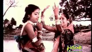 Video Trupti Das & Geeta Pattnaik-'Kathatie kahun kathatie kahun..' in 'Ta'poi'(1978) download in MP3, 3GP, MP4, WEBM, AVI, FLV January 2017