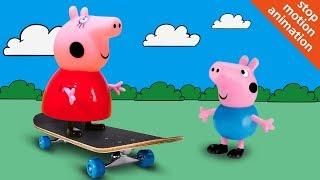 Свинка Пеппа и Джордж катаются на скейте. Мультик из игрушек Peppa Pig для детей