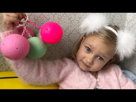 Алиса открывает ЛОЛ! КУКЛА СЮРПРИЗ и показывает другие сюрпризы! LOL Dolls Surprise (видео)