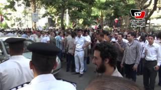 مثقفون: يسقط حكم المرشد، اسلاميون: يسقط كارل ماركس