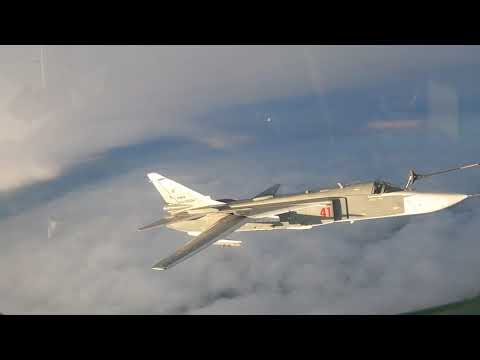 Экипажи истребителей и бомбардировщиков ВКС отработали полеты с дозаправкой в воздухе