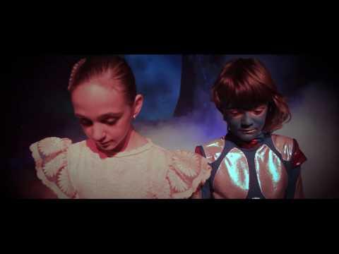 Glej Larsa z Marsa! - Glasbena šola Kamnik (видео)
