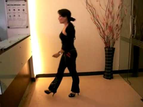 Singapore Salsa FREAK demos 4 inch Amanci Platform Dance Shoe (видео)