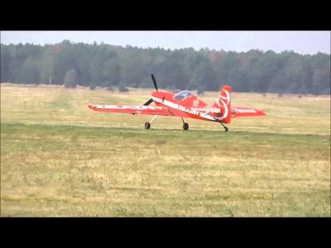 W dniu 2 sierpnia 2014 r. na Lotnisku Aeroklubu Pomorskiego w Toruniu odbyły się pokazy lotnicze. Ten piknik rodzinny spędziliśmy w towarzystwie lotników seniorów – Jana Drzewuskiego , Wandy i Stanisława Ackermanów . Oni nam objaśniali jak się nazywają