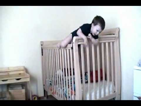 Bambino prova a scappare