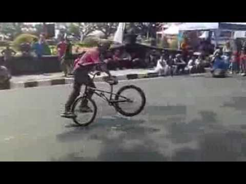 Bishrey Mushtofa, Run at Malang Fest and Reunion 2013vid-thumb Click here to watch