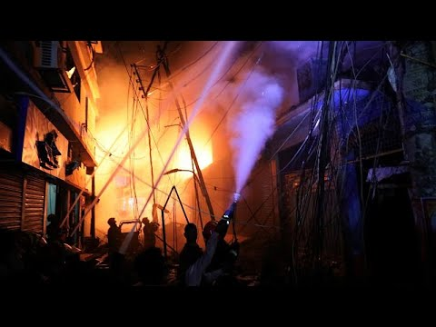Τουλάχιστον 70 νεκροί από φωτιά σε πολυκατοικία