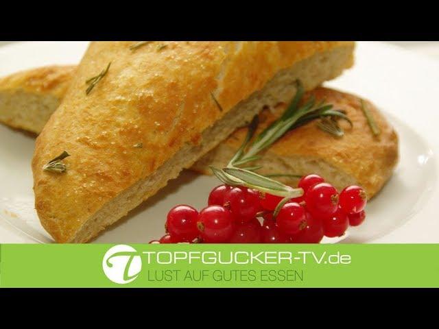 Focaccia Brot - italienisches Fladenbrot mit Olivenöl und Rosmarin