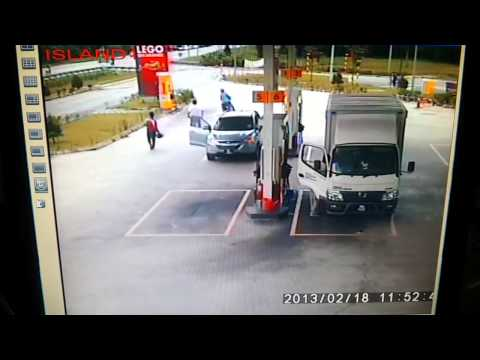 Robbery In Malaysia... It can happen in a second!