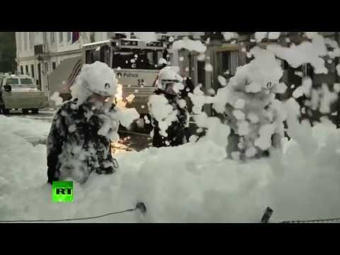 Bomberos Vs Policía antidisturbios