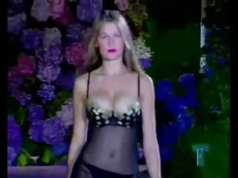 LAETITIA CASTA CATWALK VICTORIA'S SECRET 1997-2000.